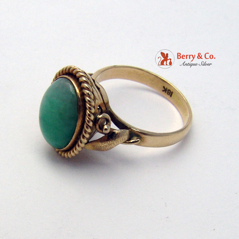 Vintage 18K Yellow Gold Jade Ring