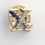 Omega Chi PBTHE Pearls Fraternity Pin Brooch 10K